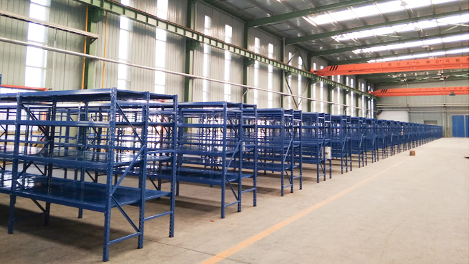 贵州中型层板货架投入使用,稳定提高存储效率