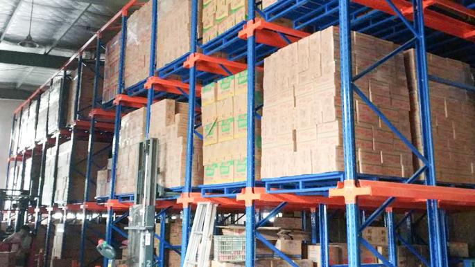 物流行业用贯通式货架,稳定灵活效率高